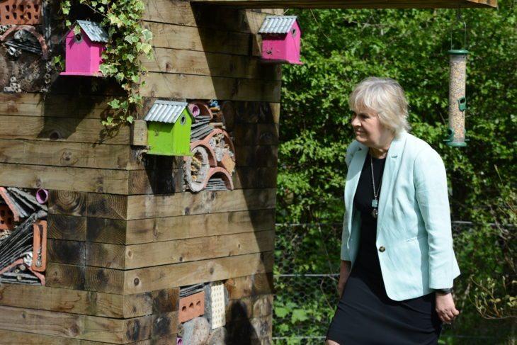 Roseanna Cunningham MSP inspects a large bug hotel at Jupiter Urban Wildlife Centre (c) Ingeborg Haarr Scottish Wildlife Trust