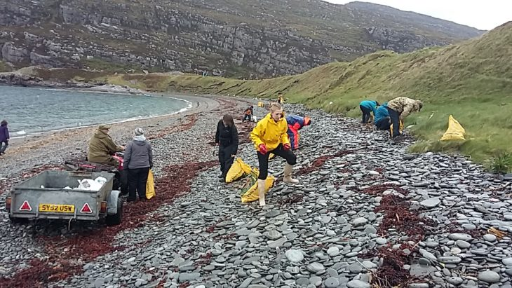 Some of the 50 volunteers who collected litter during a beach clean at Dun Canna © Noel Hawkins