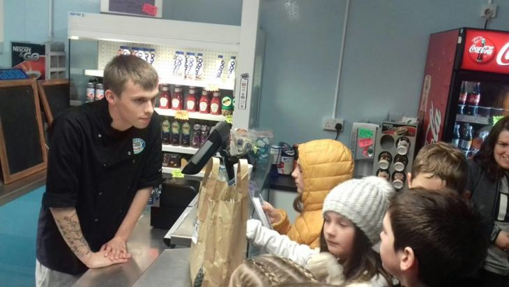 Pupils speak to staff about plastic straws at the Delicacy Chip Shop in Ullapool © Noel Hawkins